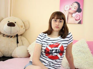 sweetyallana cute cam girl gets good fuck of cute babe pussy online