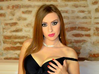 ishahot bisexual cam girl loves close up live show on XXX cam