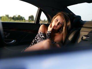 pureberenice european cam babe shows striptease to excite you online