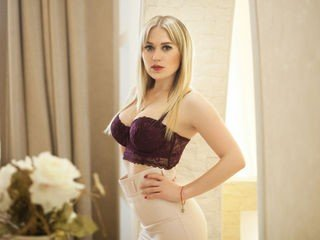 hotdarling european cam babe shows striptease to excite you online