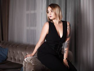 brillitxo cam babe thinks that private live sex is the real pleasure