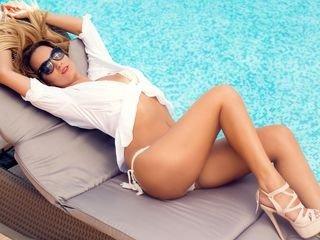 felisha european cam babe shows striptease to excite you online