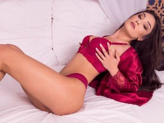 madeleneray bisexual cam girl loves close up live show on XXX cam