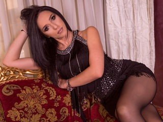 nicollecheri bisexual cam girl loves close up live show on XXX cam