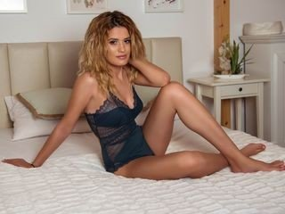 minnieblu european cam girl enjoys her naughty solo session live on cam