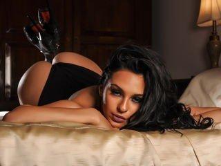 naughtysoniax european cam babe shows striptease to excite you online