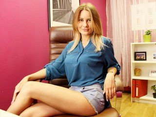 desirousrose blonde cam babe loves roleplay with her partner
