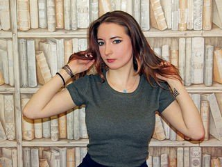wendybelle teen cam babe loves smoking slim cigarettes online