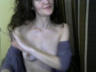 blprincess slim cam chick with small tits loves to flash during her live sex session