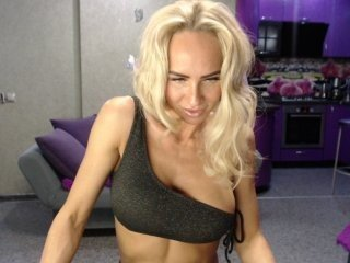 maaarrrgggooo russian cam babe and her wet horny holes, live on webcam
