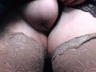english_milf cam slut loves fucking her boyfriend online
