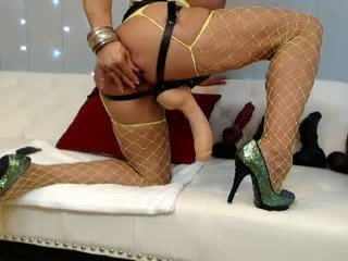 musclemama4u naked cam girl loves ohmibod vibration in her tight pussy online