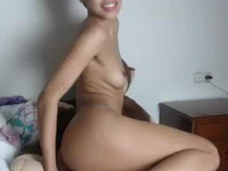petite_18 cam babe loves ohmibod vibrations and squirting out of her nasty pussy