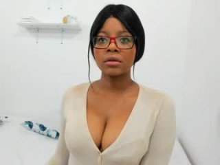 bellablakes18 naked cam girl loves ohmibod vibration in her tight pussy online