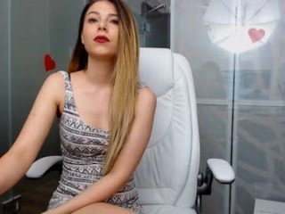 miaangel20 cam babe with horny pussy learns how to squirt online