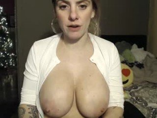 jademaried tattooed cam girl likes making your toys-related dreams come true in adult chat