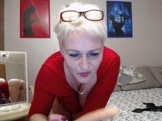 oksuhaa european cam babe loves masturbate her tight wet snatch on live cam