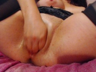 elektraxxx milf cam babe reached her firm bottom and pink pussy online