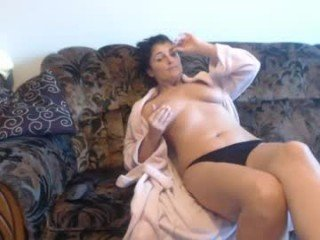 elena_alina1982 BBW cam girl loves fuck in big ass on camera