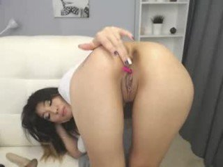 shaya_asian cam babe with horny pussy learns how to squirt online