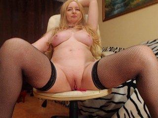 -nektarinka- cam babe wants you evaluated her striptease online