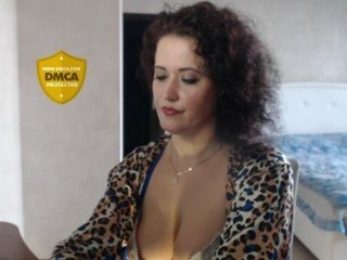lovecatsuit european cam girl enjoys her naughty solo session live on cam