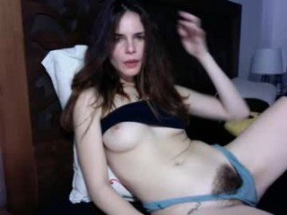 bella_alice cam babe with horny pussy learns how to squirt online