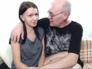 deguaz tattooed cam girl wants hard spanks her naked body online