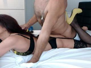 passiekoppel cam girl wants insert ohmibod in pussy and shows dirty live sex online