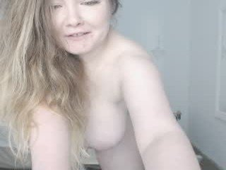 sofiavera naked cam girl loves ohmibod vibration in her tight pussy online