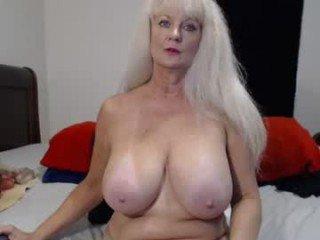 xxtammy123xx depraved blonde cam girl presents her pussy drilled