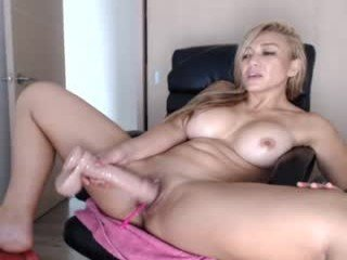eileen_rose cam babe loves gets orgasm from vibrations with a ohmibod in the chatroom