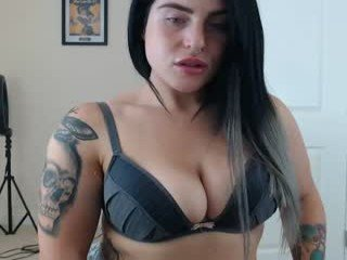 hotfitcouple10 cam babe loves ohmibod vibrations and squirting out of her nasty pussy