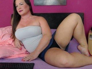 adriannaxx fat cam babe loves masturbates her pussy hard online