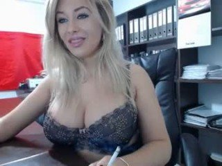 lisa2018 smoking cam girl stuffing ohmibod into her pussy online
