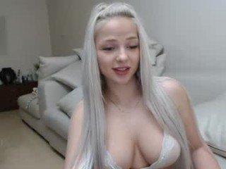 innocent_doll1 cam girl enjoying orgasm online