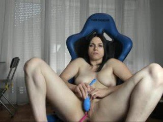 manue8723 cam babe takes ohmibod online and gets her pussy penetrated