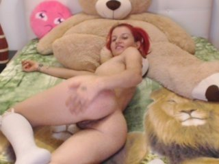 catwoman90 european cam babe offers her shaved pussy for live sex experiments online