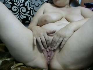 sexi45 milf cam slut was so passionate about masturbation that didn't even hear when her lover entered the chatroom